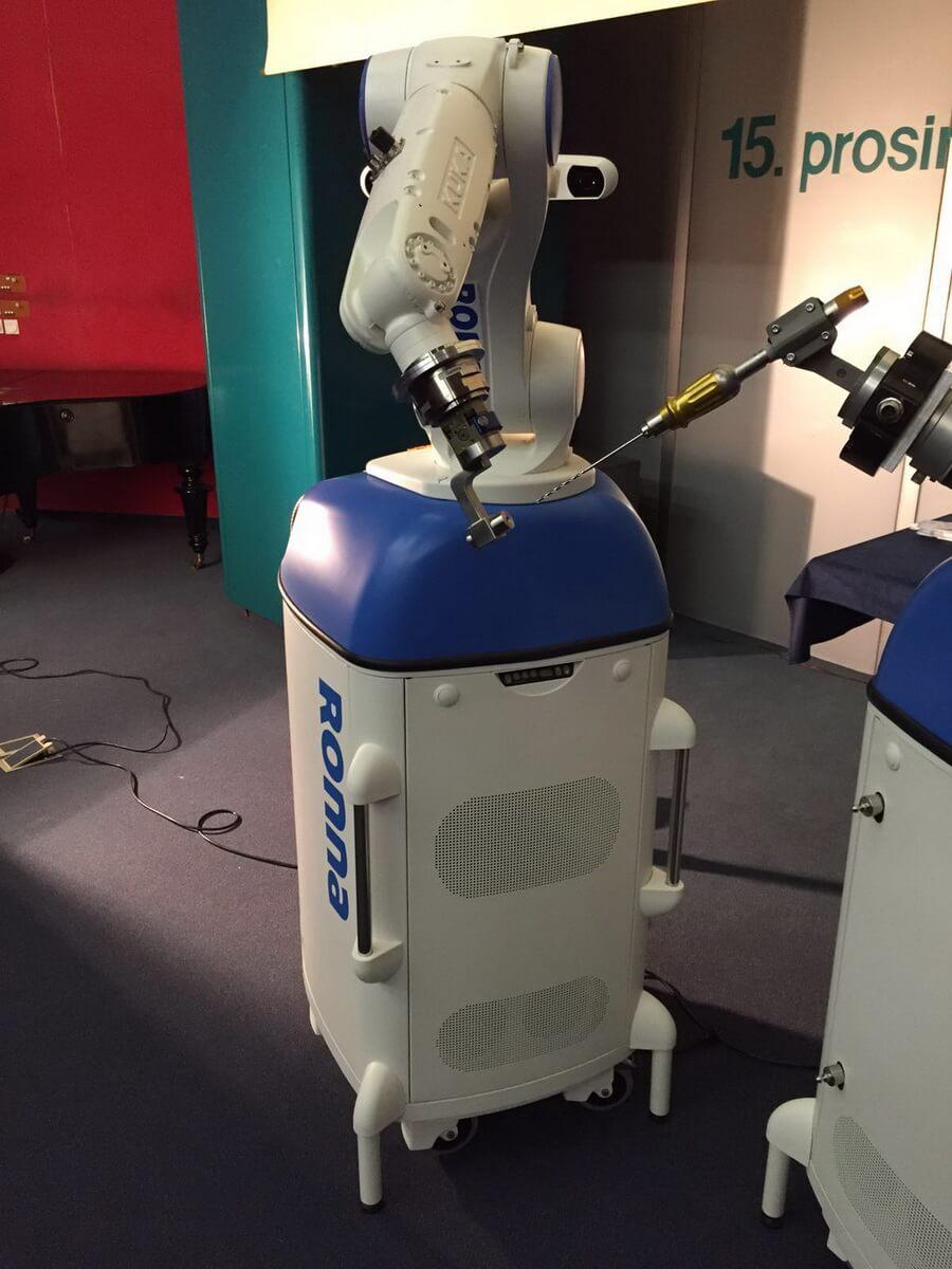Robotische Neuronavigation
